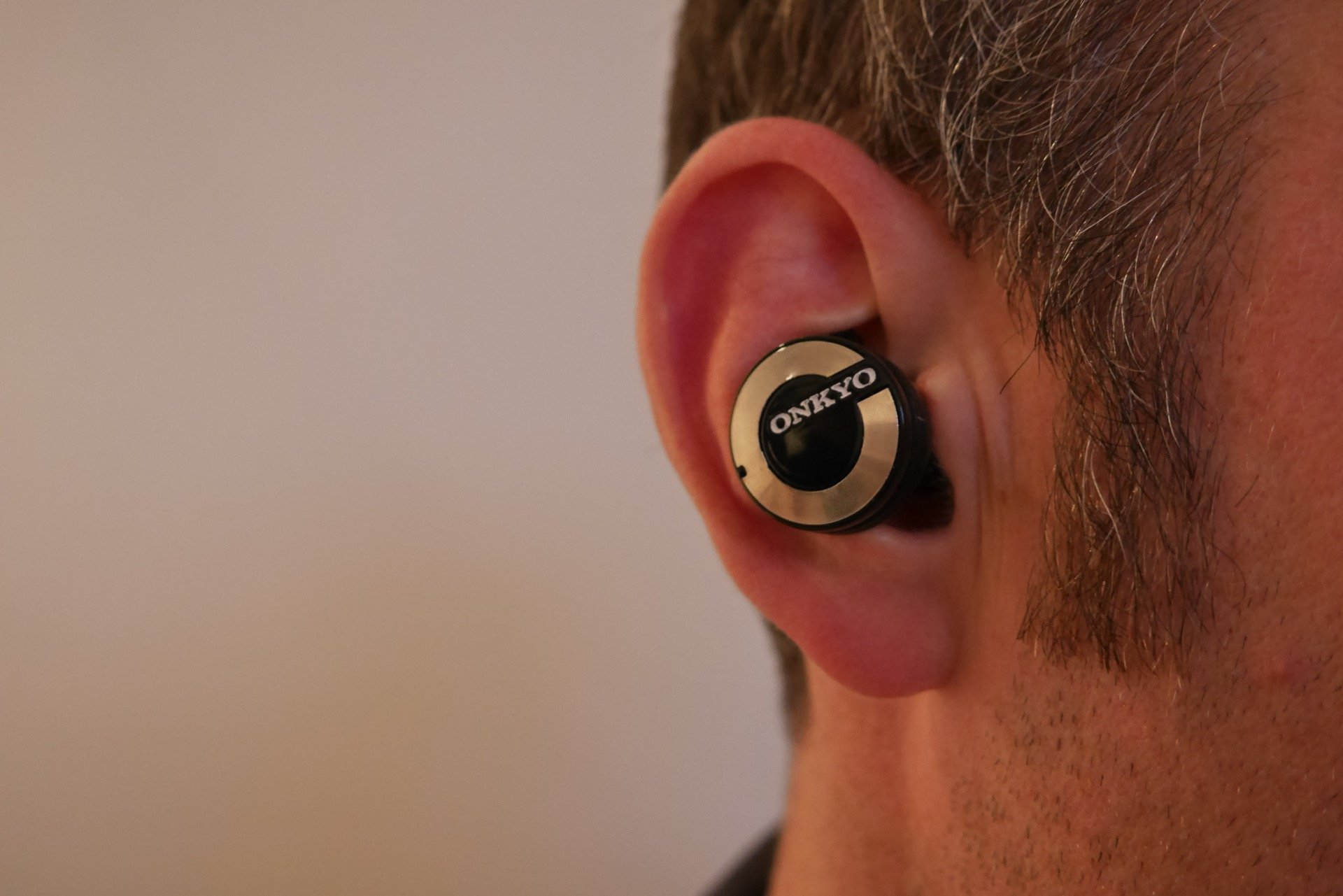 onkyo w800bt. onkyo w800bt wireless in-ear headphones review - hands on w800bt