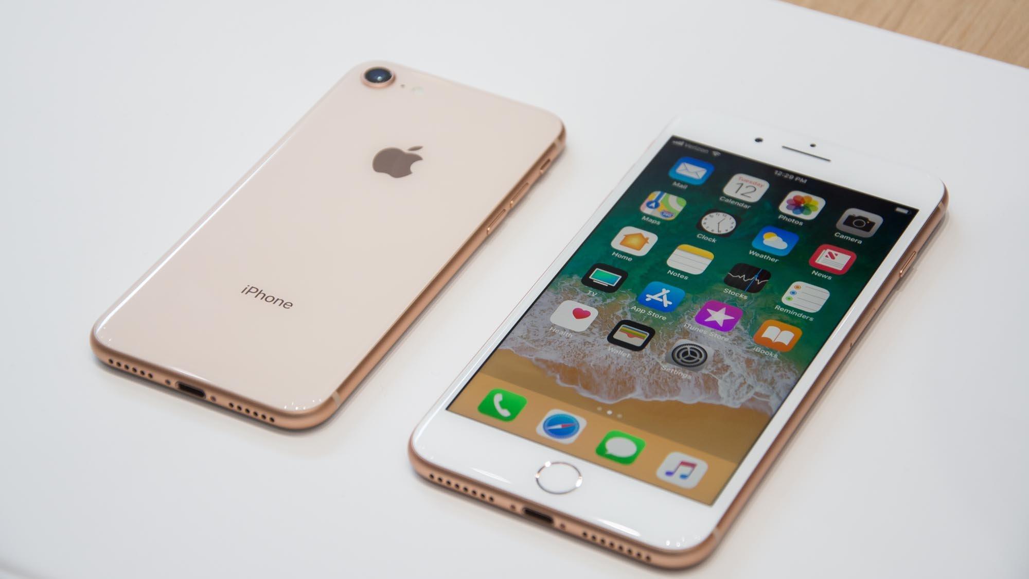 iphone 8 vs iphone 8 plus should you go big expert reviews