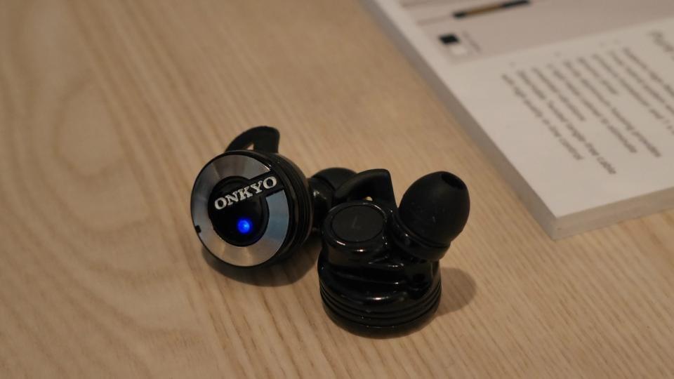 onkyo w800bt. onkyo w800bt wireless in-ear headphones review - hands on w800bt n