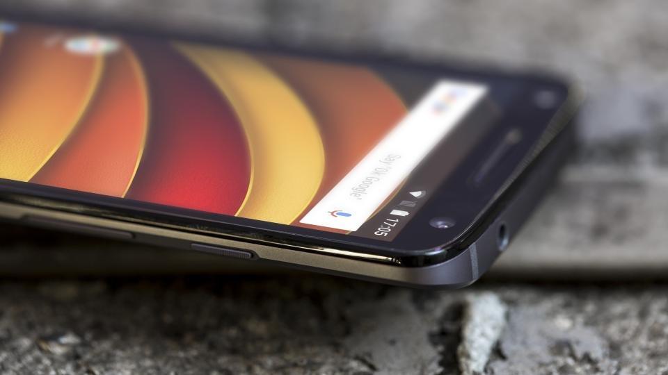 Motorola Moto X Force side on