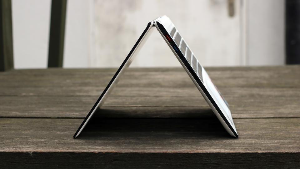 Lenovo Yoga 700 14in tent mode