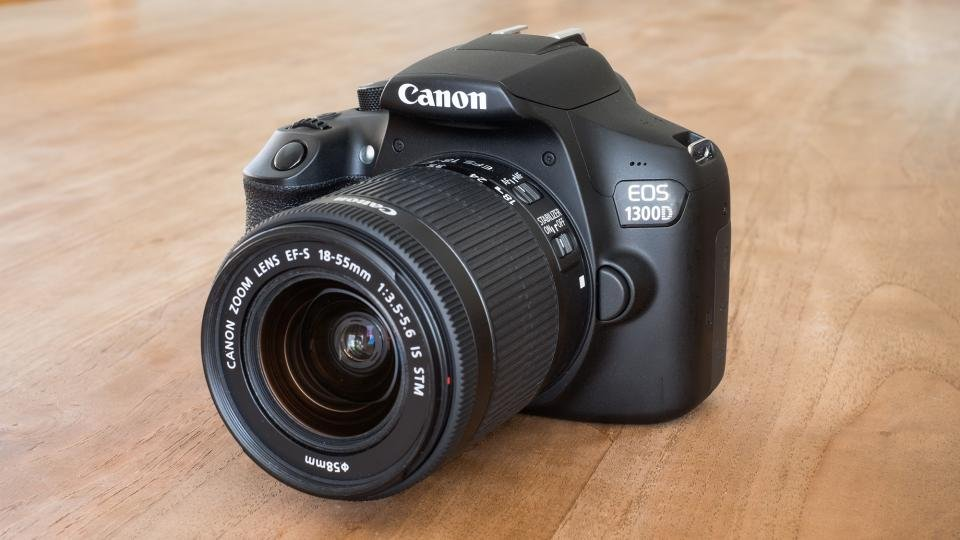 Reflex Entry level CANON EOS 1300D in super offerta