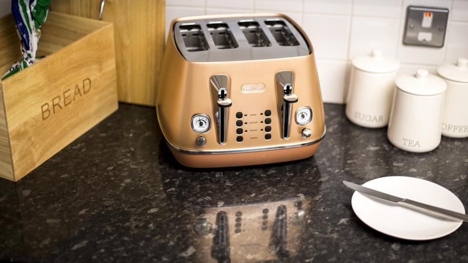 De Longhi Distinta toaster review