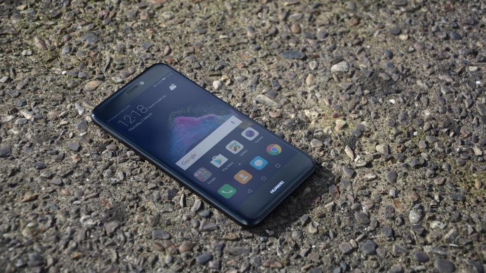 Huawei P8 Lite 2017 review: This slick-looking Moto rival ...