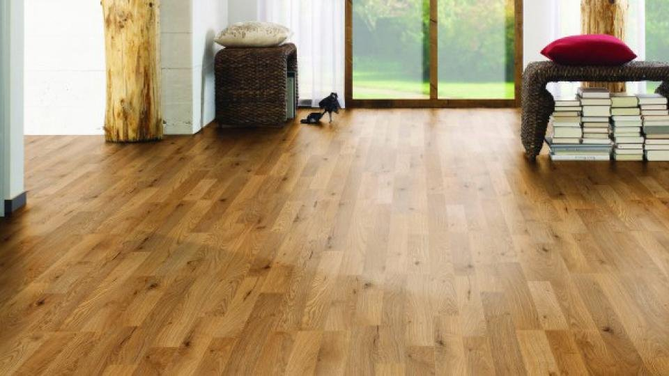 If You Can Live Without The Grooves And Deeply Textured Surface Of Pricier Laminates This Affordable Golden Brown Honey Oak Design Ticks A Lot Boxes