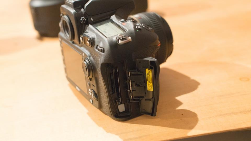 Nikon D810 dual card slots