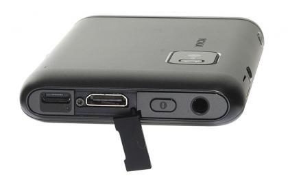 Nokia E7 top ports