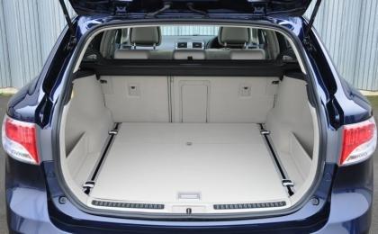 Toyota Avenis boot