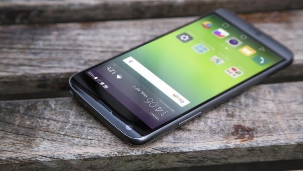 LG G5 display side