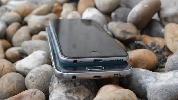 Samsung Galaxy S6 vs iPhone 6 charging ports