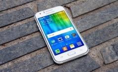 Samsung Galaxy J1 lead
