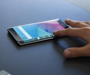 Samsung Galaxy Note Edge lifestyle shot