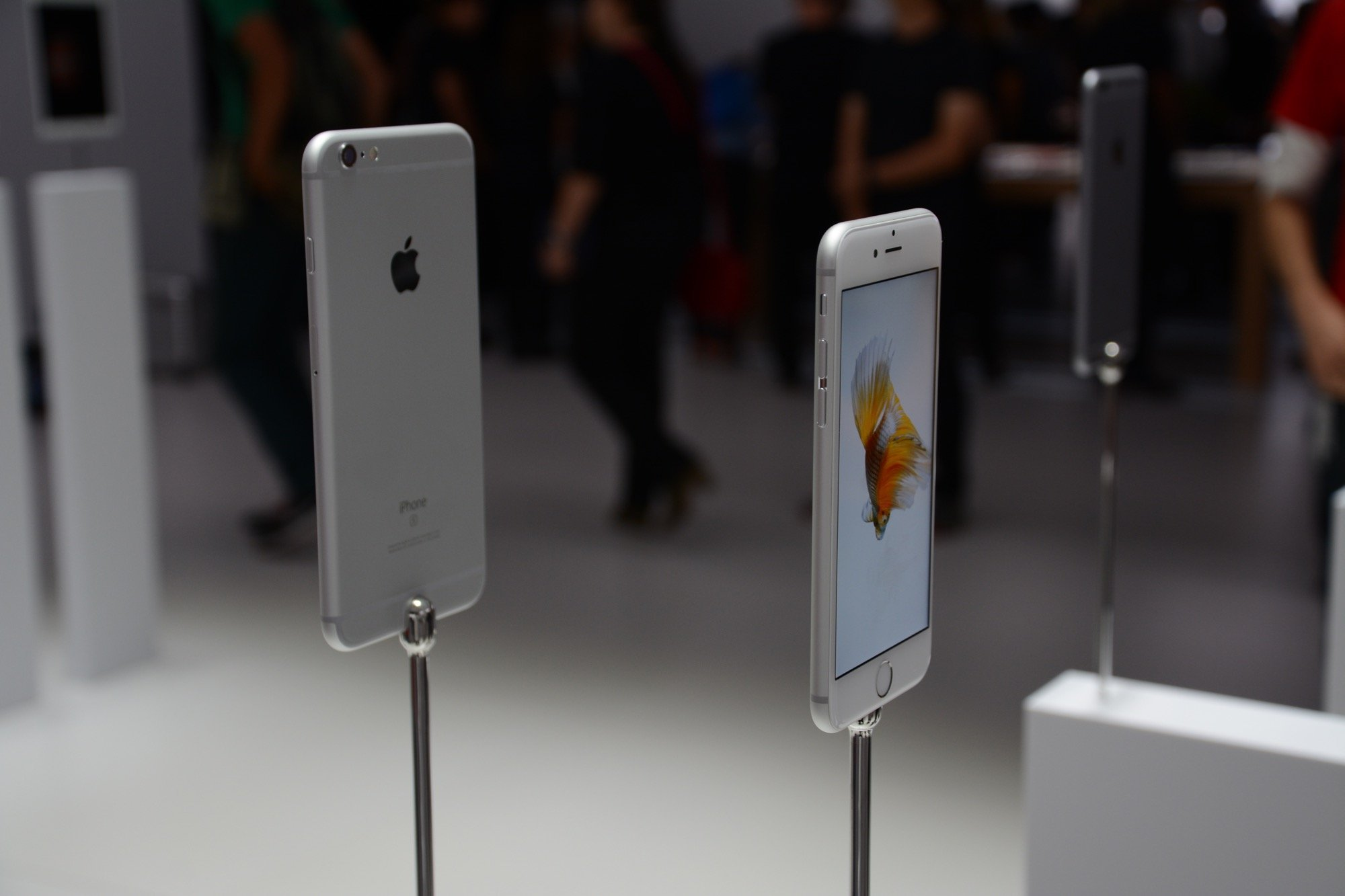Best iPhone 6S and 6S Plus deals - EE, Three, Vodafone ...