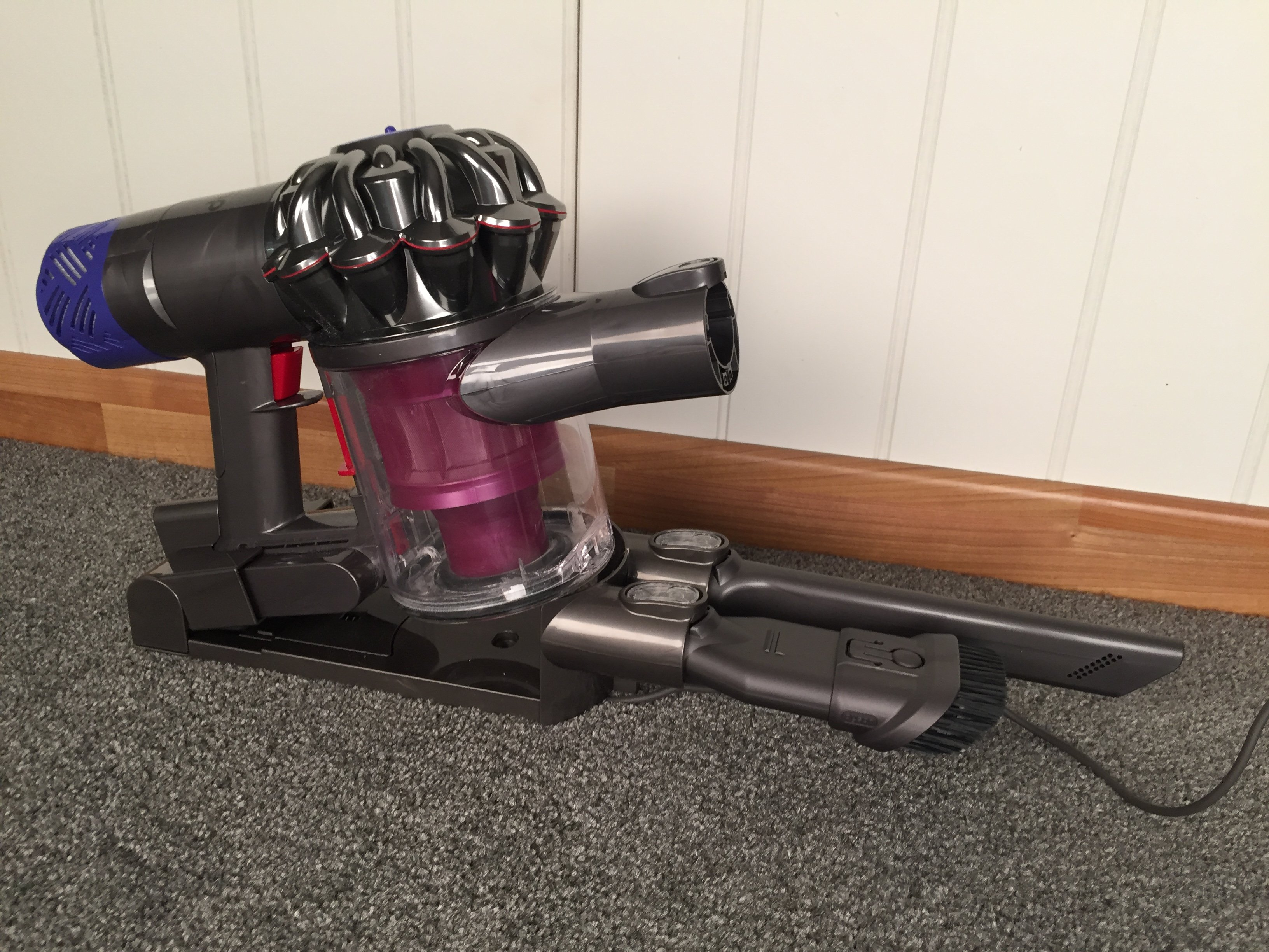 Image of: Wall Mount Dyson V6 Absolute Expert Reviews Dyson V6 Absolute Review One Of The Best Cordless Vacuum Cleaners