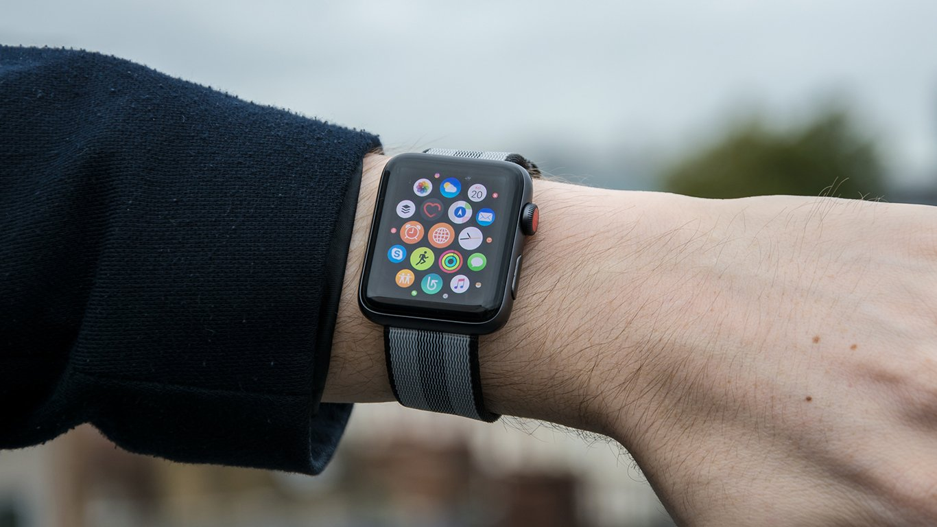 Apple Watch Series 3 review: Now just £279 | Expert Reviews