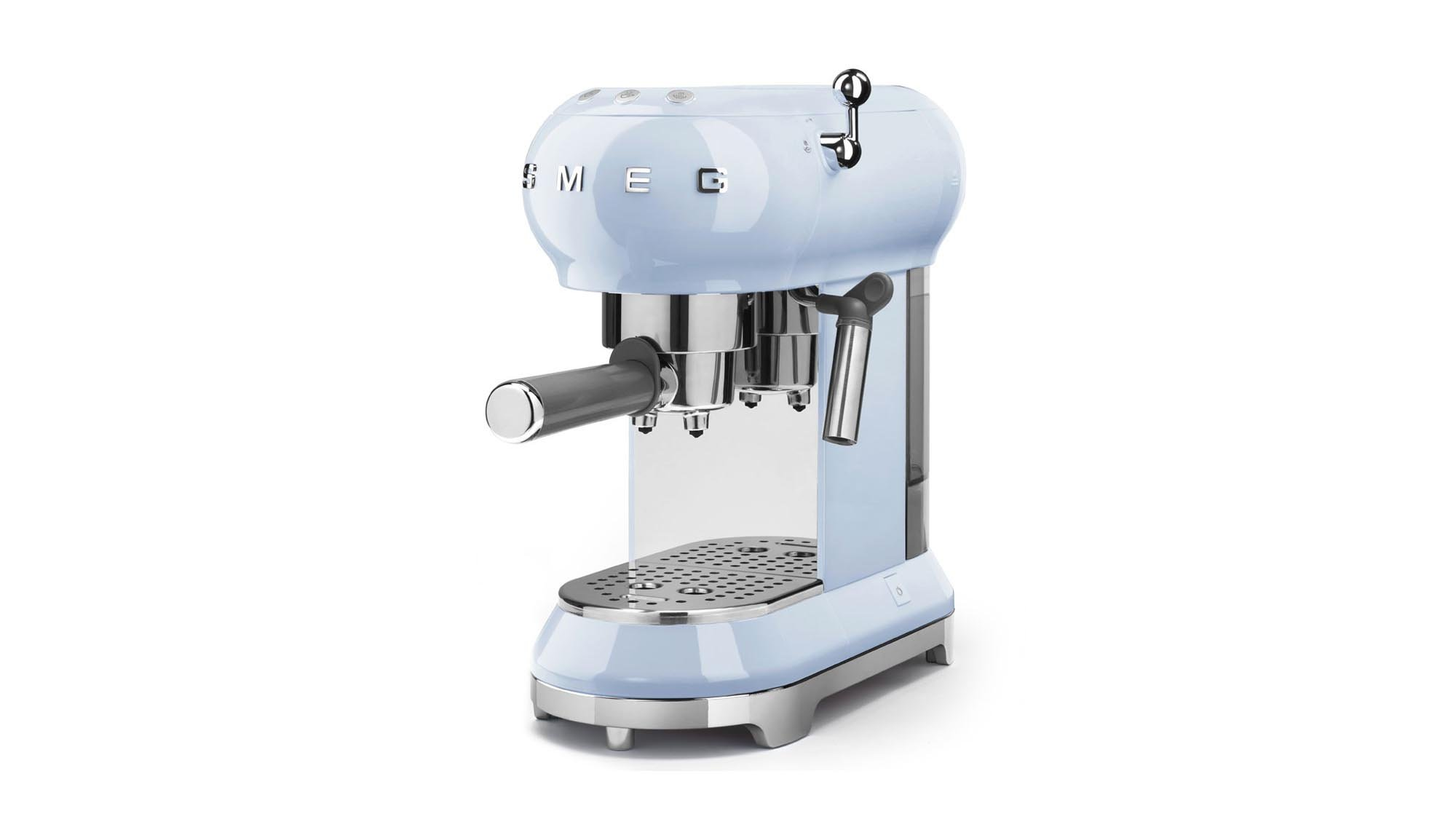 smeg ecf01 espresso coffee machine review a basic effective manual espresso machine that looks. Black Bedroom Furniture Sets. Home Design Ideas