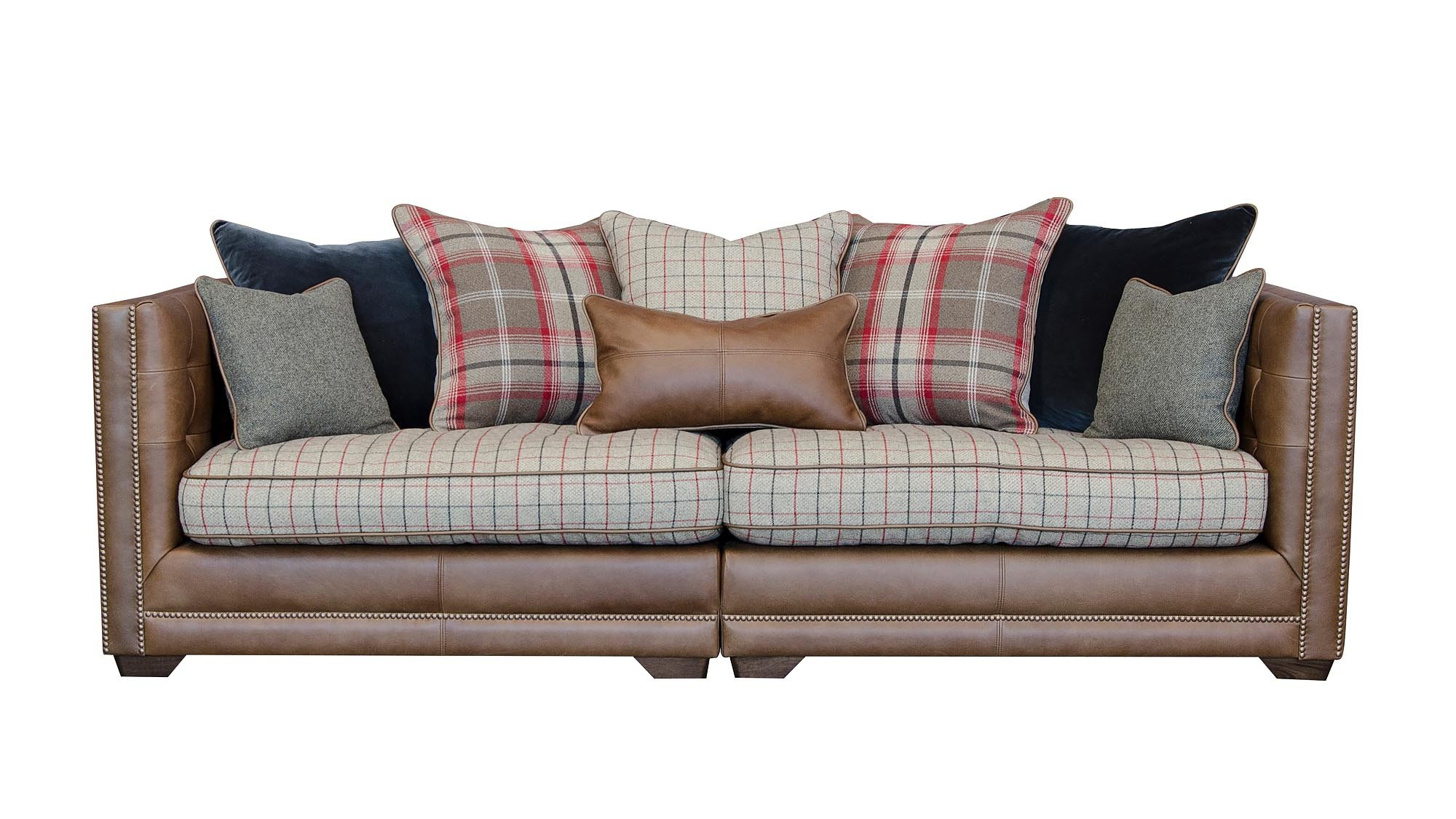 If You Want An Antique Style Sofa For A Period Home Or Cottage But Chesterfield Feels Bit Too Grandiose Then Feast Your Eyes On This Old English