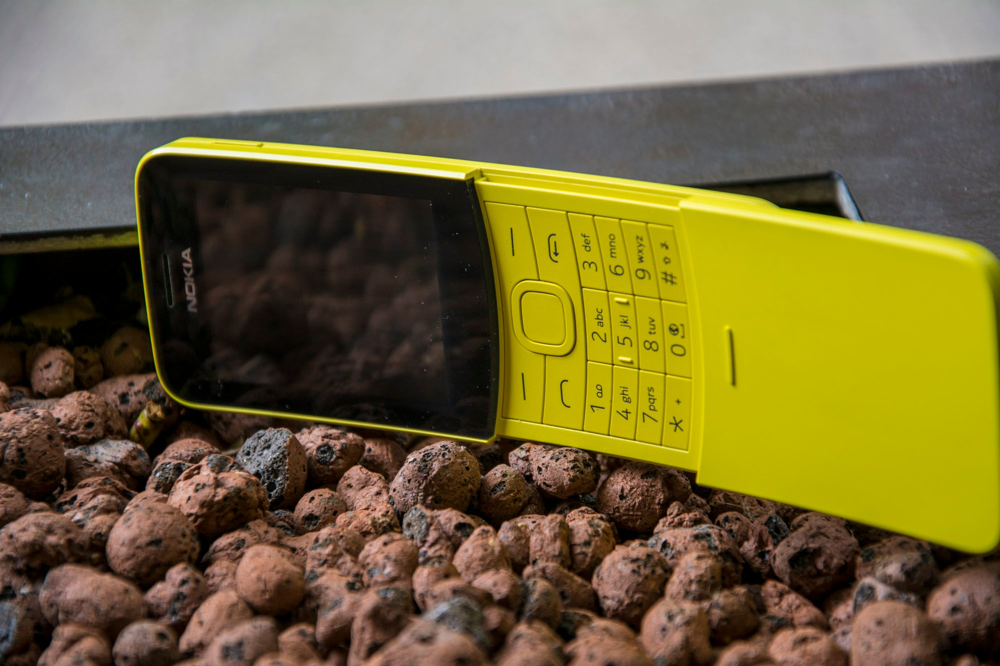"2edc93f3f49a71 Nokia 8110 4G review: The Matrix ""banana phone"" is back 