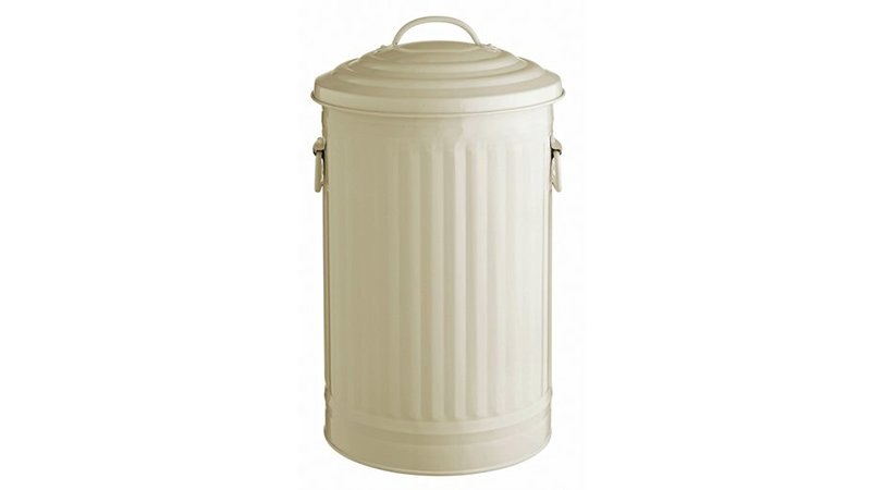 d6df286252fb What you see is what you get with this traditional, dustbin-style bin – you  lift the lid, pop in your bin liner and away you go filling it up.