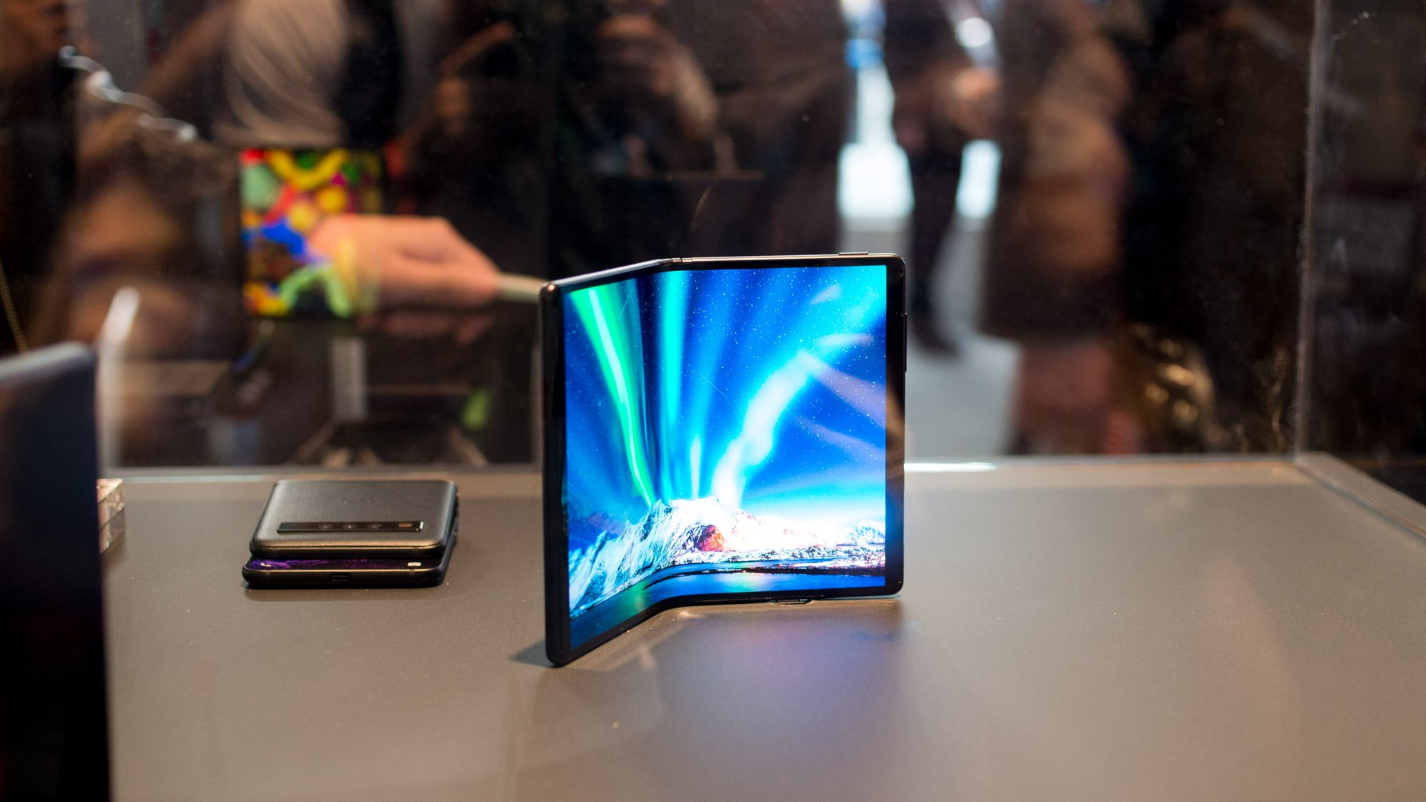 tcl shows  flexible displays  dragonhinge technology  mwc expert reviews