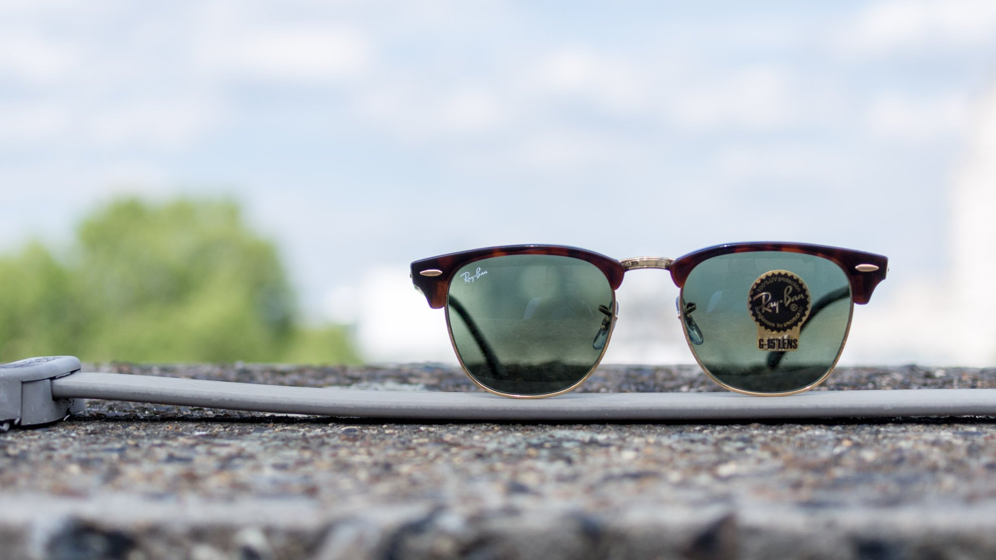 68ac086b4c The Clubmaster range is ideal if you want to blend Ray-Ban s iconic style  with some unique colour splashes of your own choosing.