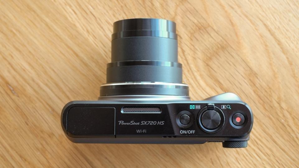 Canon SX720 HS top