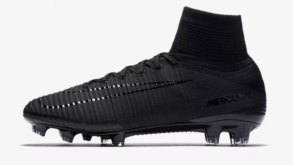 If your game is all about speed then the Mercurial Superfly is the boot for  you. It s incredibly light 59f6aca4e3