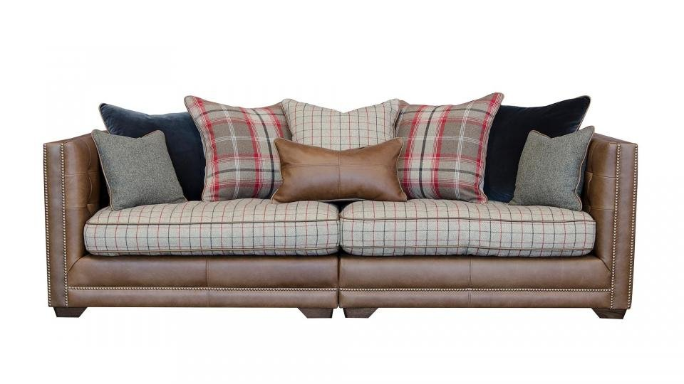 Merveilleux If You Want An Antique Style Sofa For A Period Home Or Cottage, But A  Chesterfield Feels A Bit Too Grandiose, Then Feast Your Eyes On This  Old English Style ...