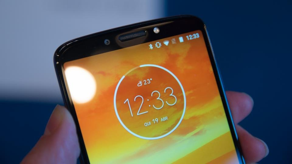 Motorola Moto E5 review: A whole lot of phone for not much cash