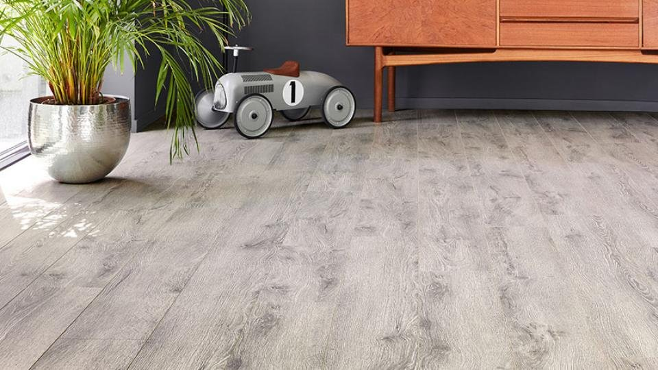 Best Laminate Flooring 2018 Get Flaw Free Floors With Our