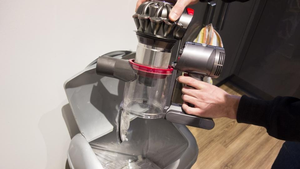 dyson v7 animal review the cheaper cordless dyson. Black Bedroom Furniture Sets. Home Design Ideas