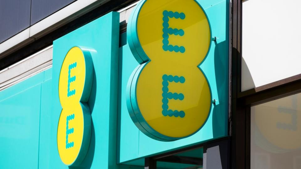 EE down: EE signal problems hit customers across the UK
