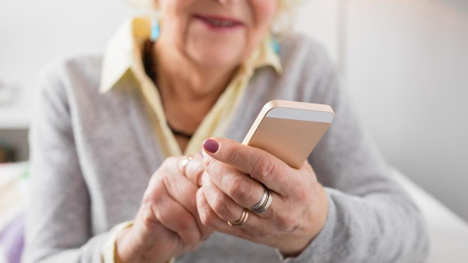 Best simple mobile phone for older people: Easy-to-use