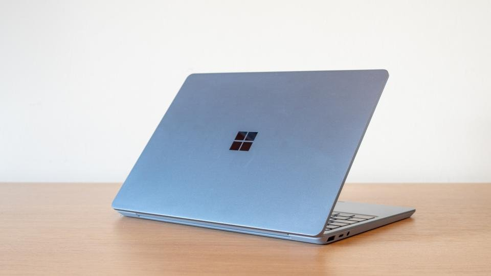 microsoft_surface_laptop_go_review_4.jpg?itok=7gDK6wMS