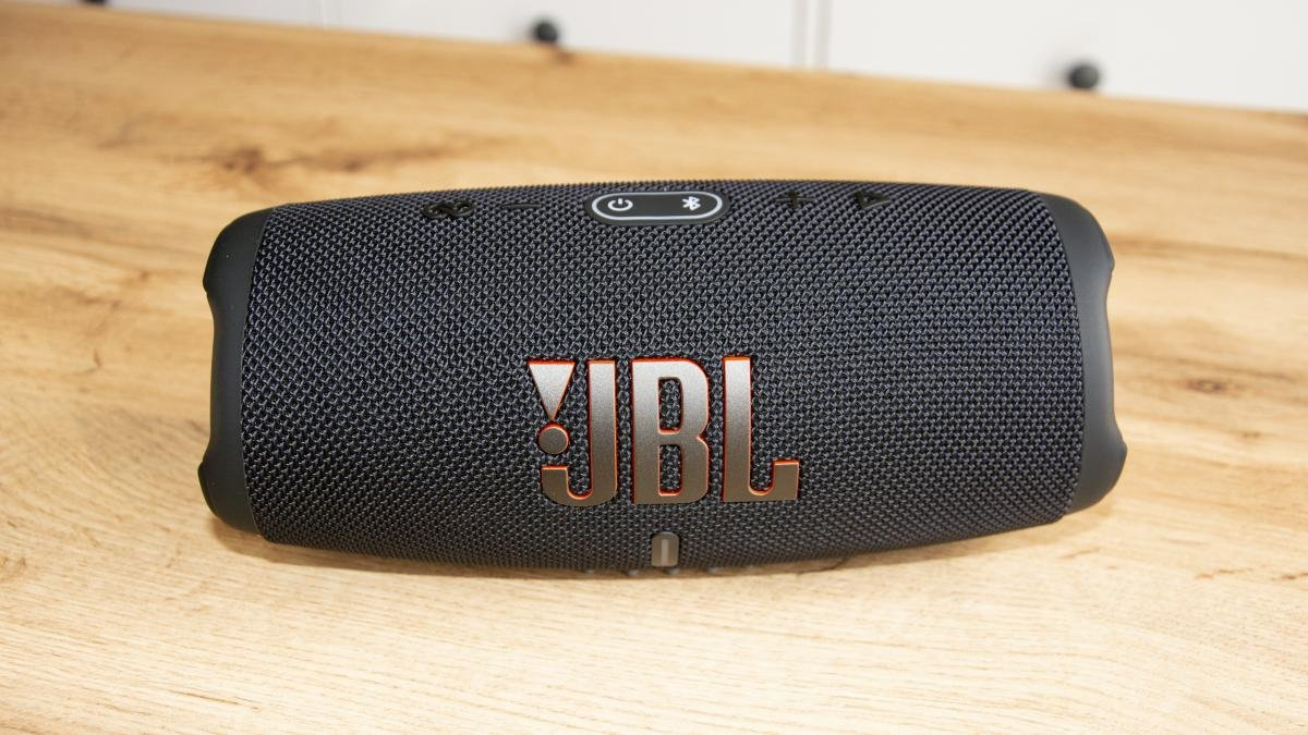 JBL Charge 5 review front view