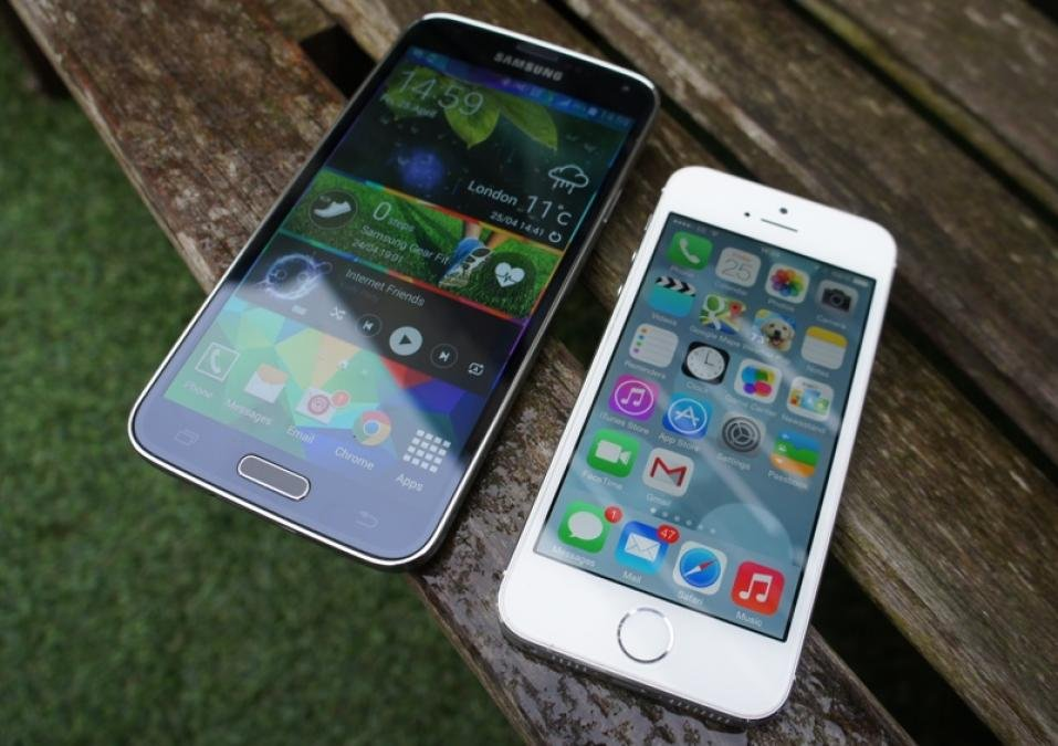 iphone 5s vs galaxy s5 samsung galaxy s5 vs apple iphone 5s which one is for 3076